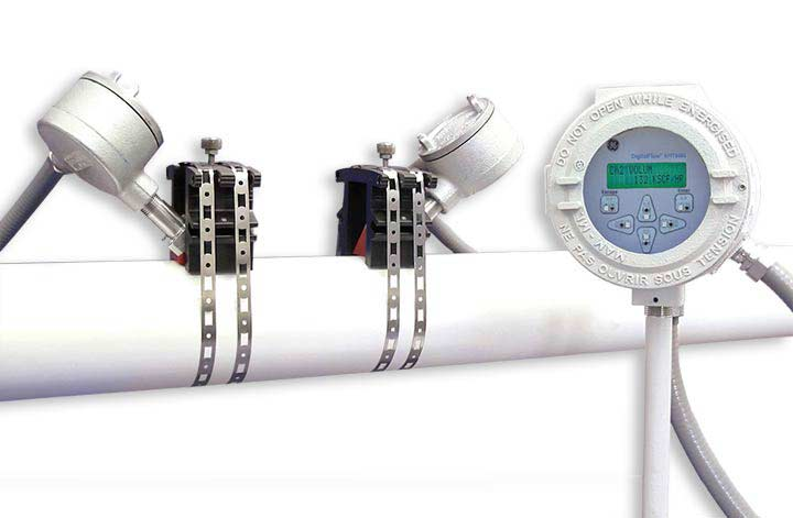 XMT868i Transit Time Flow Meter next to pipe